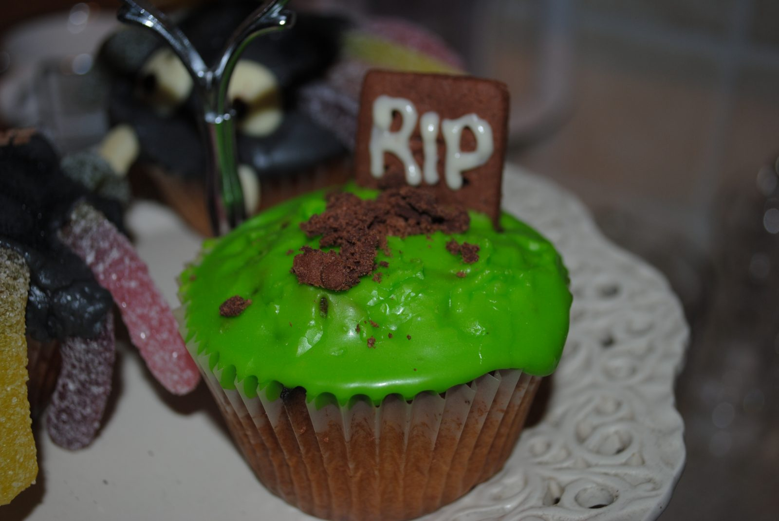 Gruesome Halloween Graveyard Cupcakes