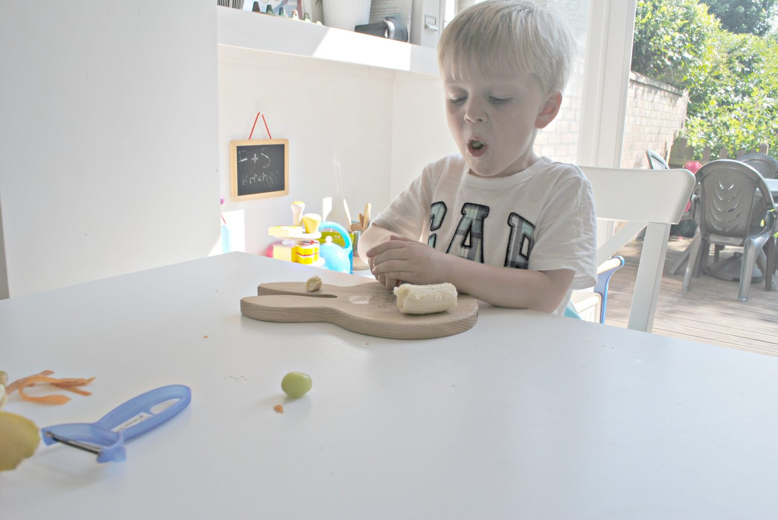 Montessori Life Skills- Peeling & Chopping Fruit & Veg