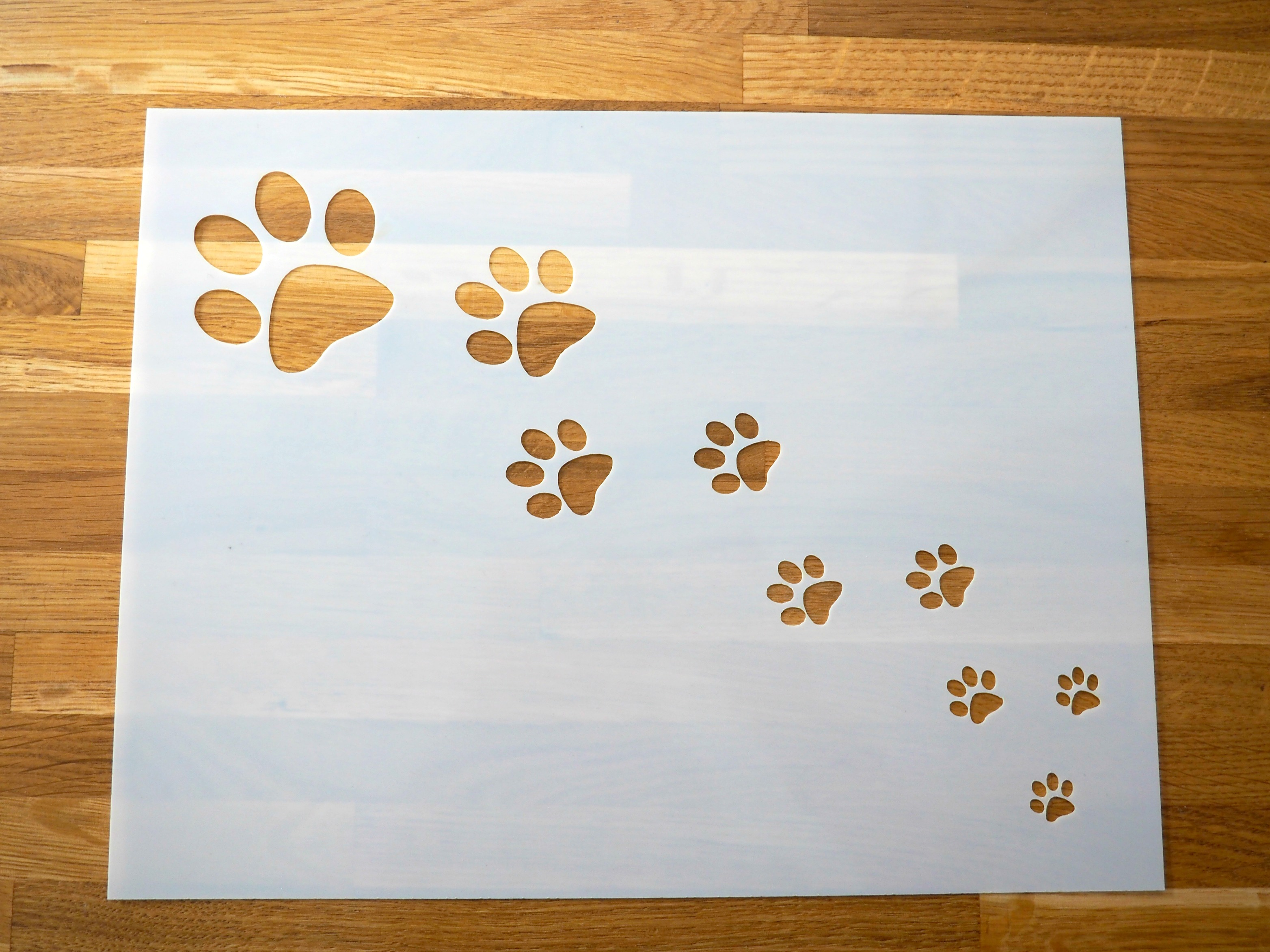 paw print stencil