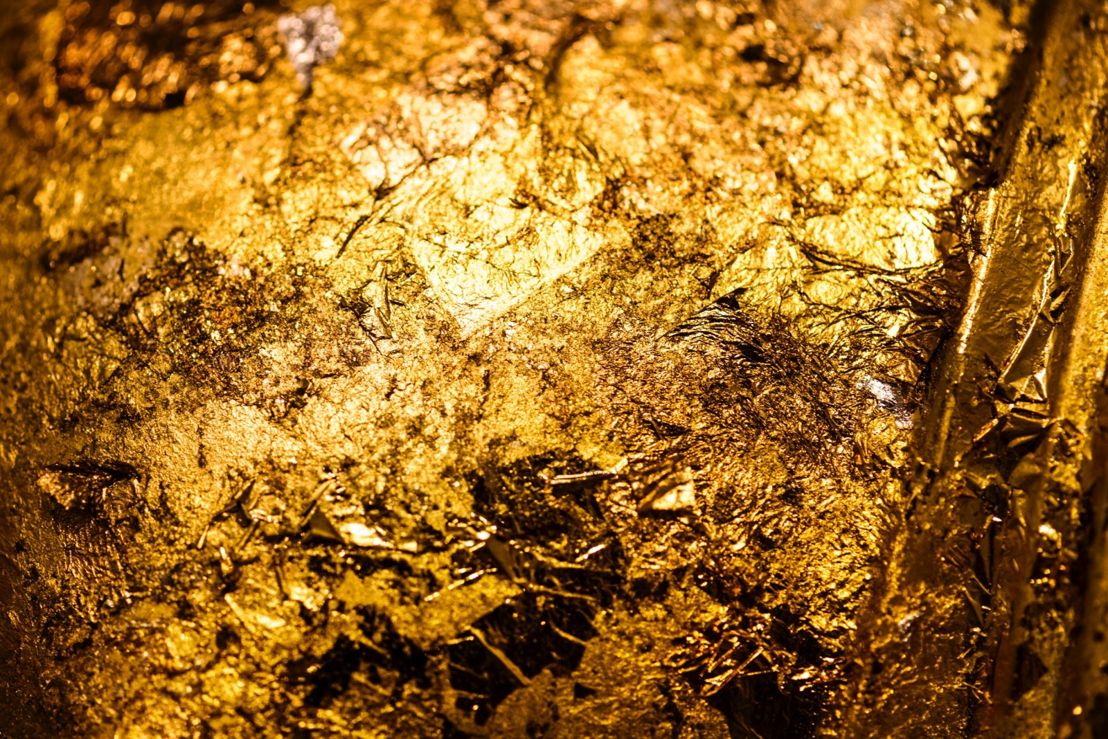 5 Reasons to buy gold