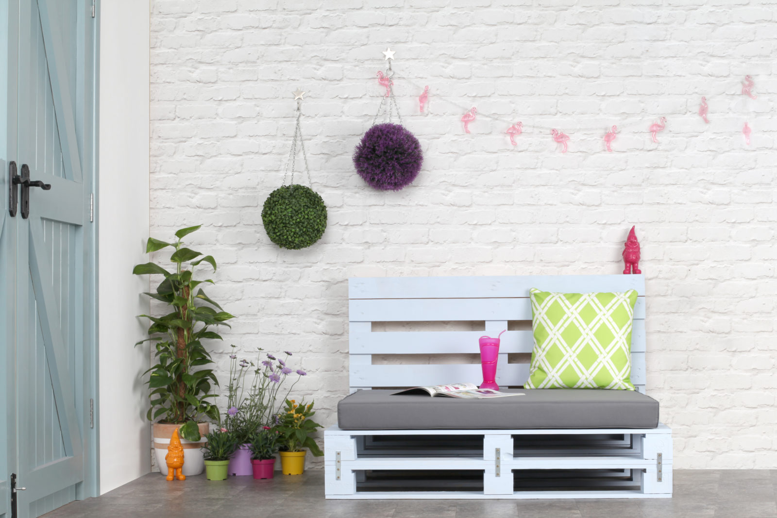 How to make Perfect Pallet Furniture with Rust-oleum #Ad