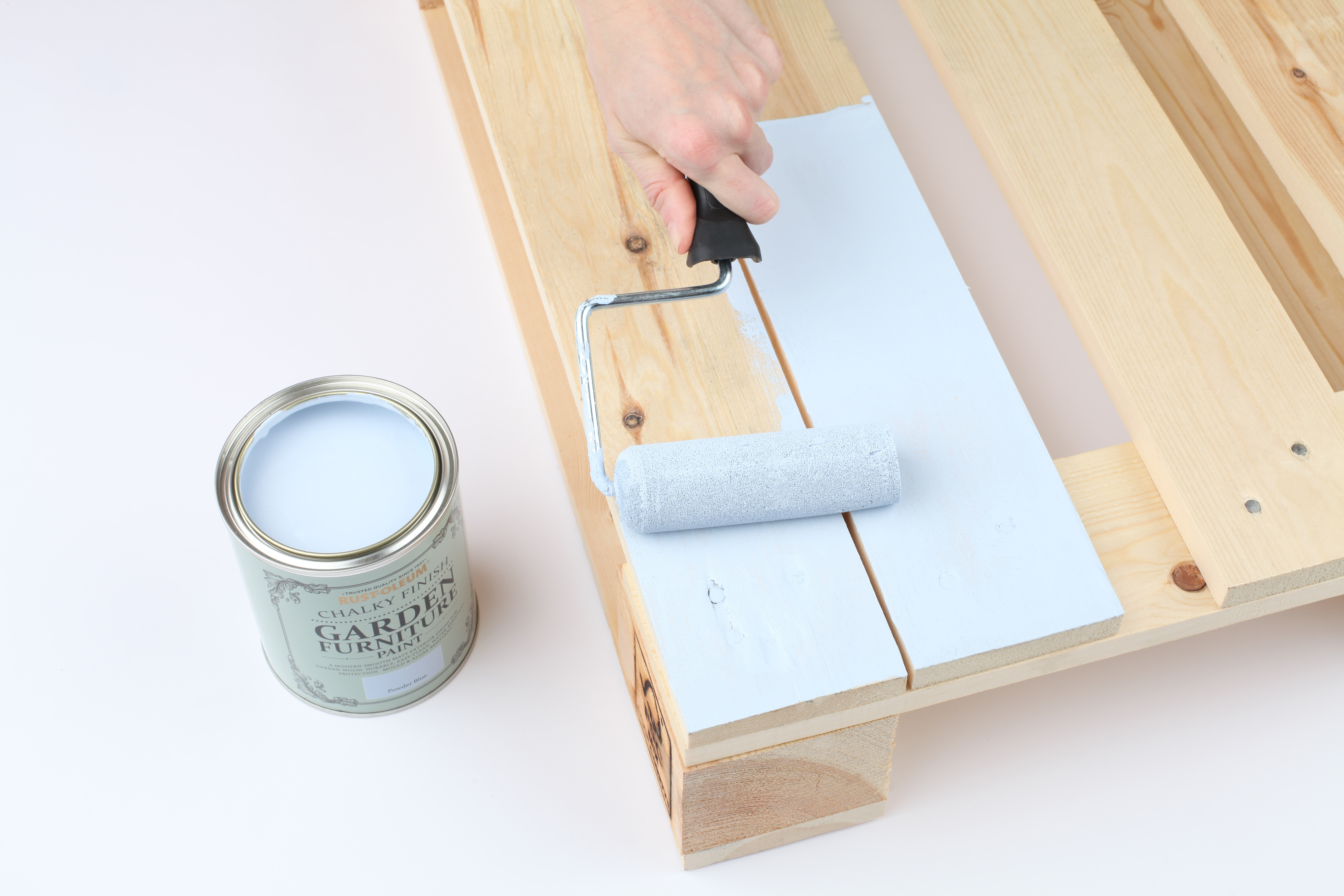 painting pallet furniture