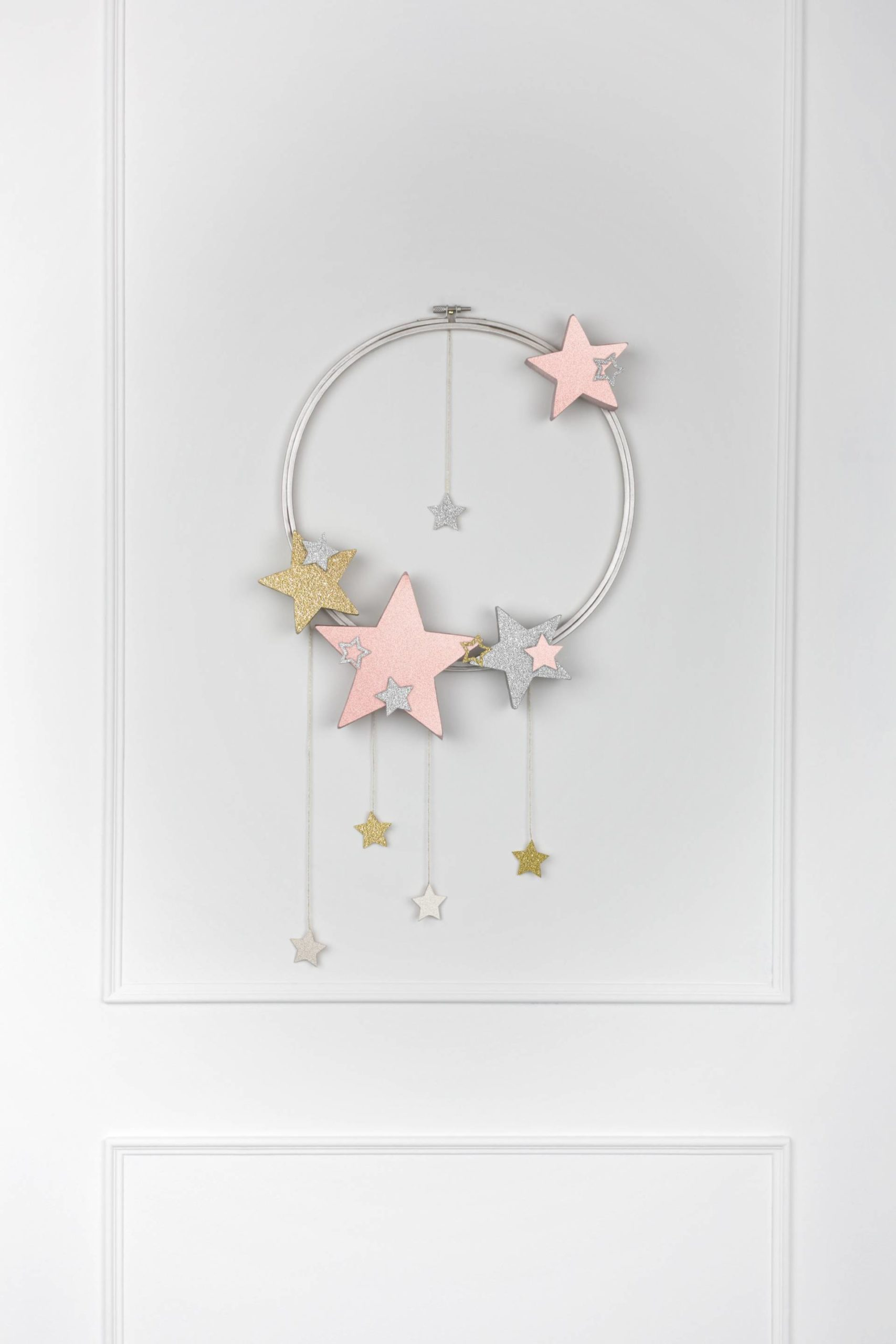 DIY festive star wall hanging